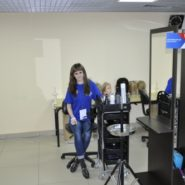 2 фото с площадки по компетенции «Парикмахерское искусство»